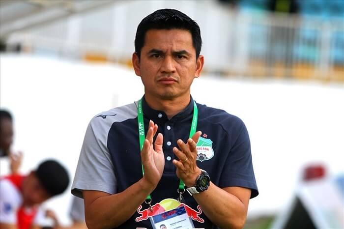 Kiatisak là cựu tiền đạo bóng đá người Thái Lan và hiện tại ông đang giữ cương vị huấn luyện viên của đội bóng đá Hoàng Anh Gia Lai